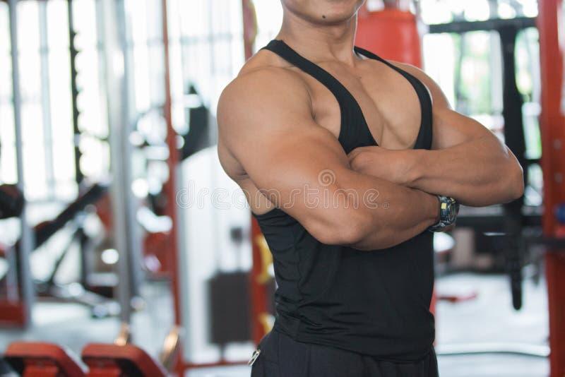 Feche acima da imagem do homem novo muscular foto de stock royalty free
