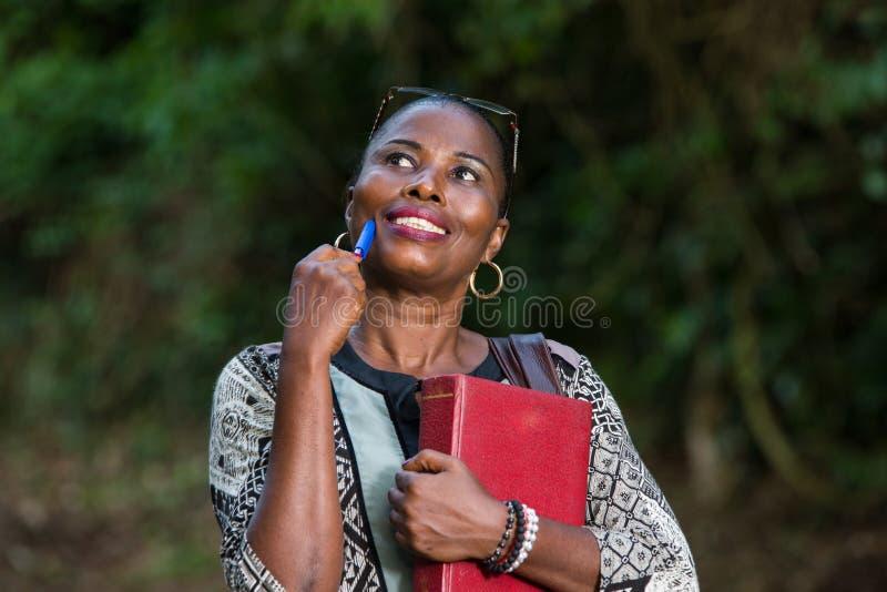 Feche acima da jovem mulher, sorrindo foto de stock royalty free