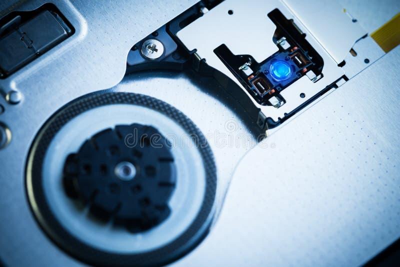 Feche acima - da lente da cabeça do laser da unidade ótica imagens de stock royalty free