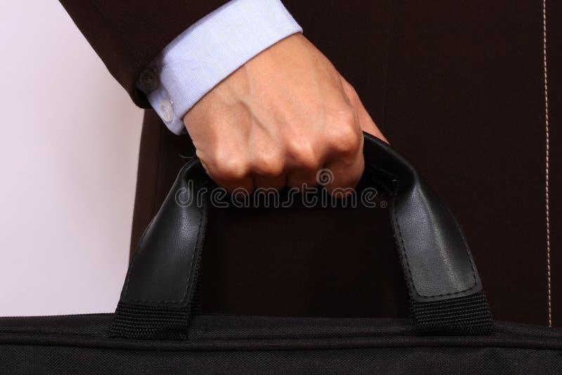 Feche acima da mão fêmea que prende uma pasta imagem de stock royalty free