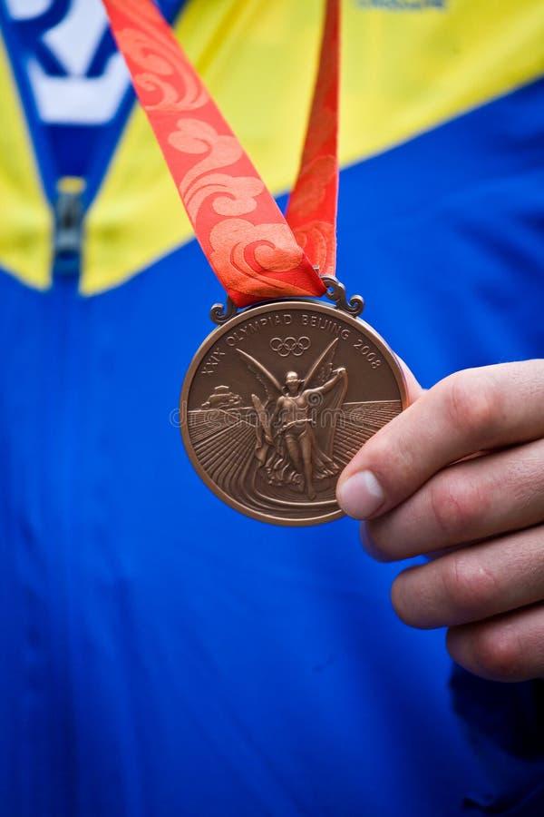 Feche acima da medalha de bronze olímpica fotografia de stock