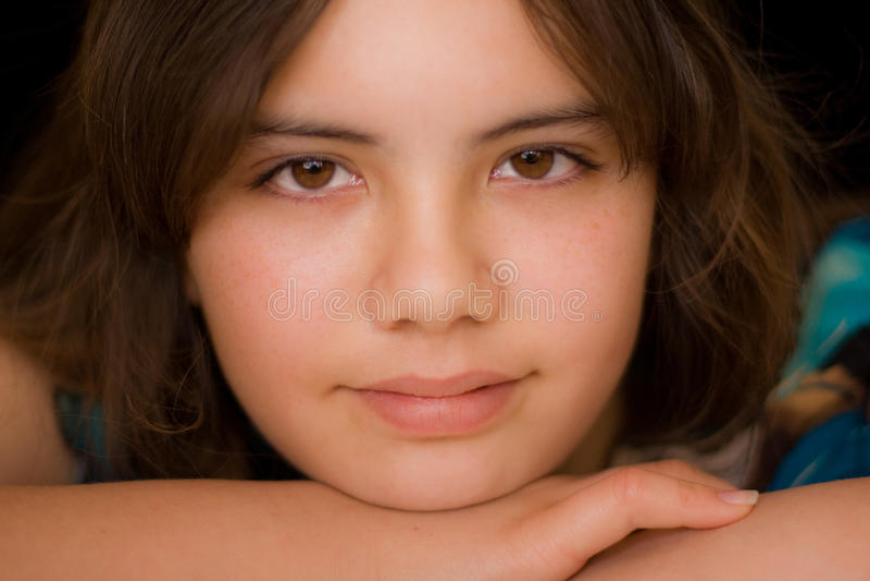 Feche acima da menina adolescente de sorriso imagens de stock