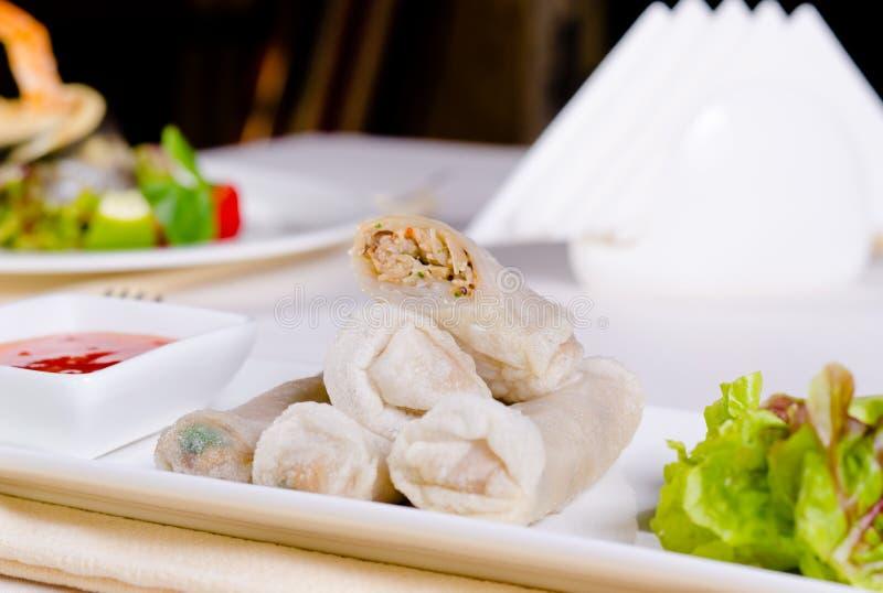 Feche acima da mola Meaty chinesa Rolls fotografia de stock royalty free