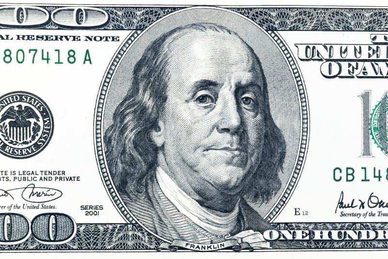 Feche acima da opinião aérea Benjamin Franklin enfrentam na nota de dólar de 100 E.U. Close up da nota de dólar dos E.U. cem Mont fotografia de stock royalty free
