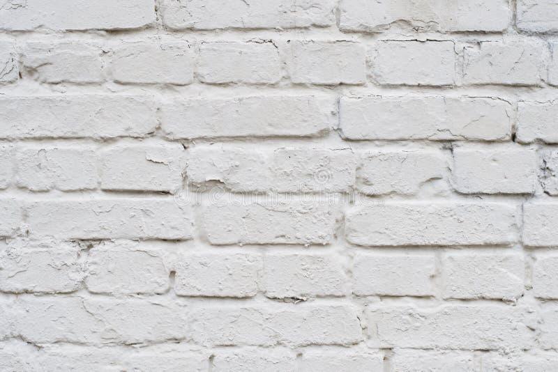 Feche acima da parte superior acima da foto detalhada dianteira da vista de velho com a parede de tijolo branca dos riscos Fundo  foto de stock royalty free