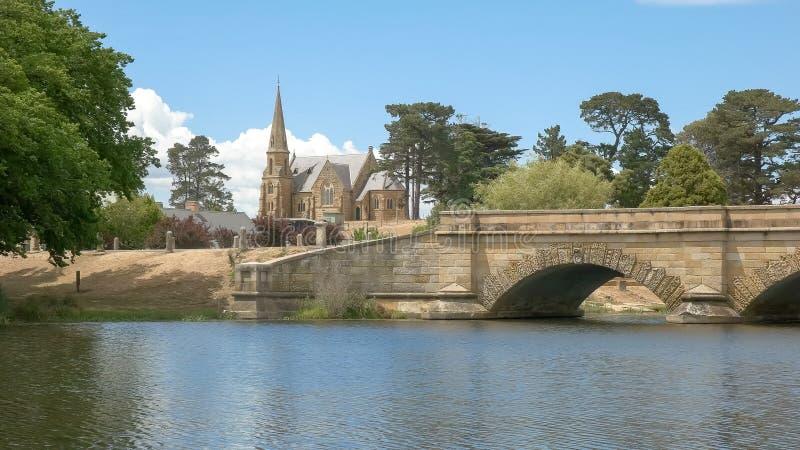 Feche acima da ponte e da igreja em ross em Tasm?nia, Austr?lia imagem de stock royalty free