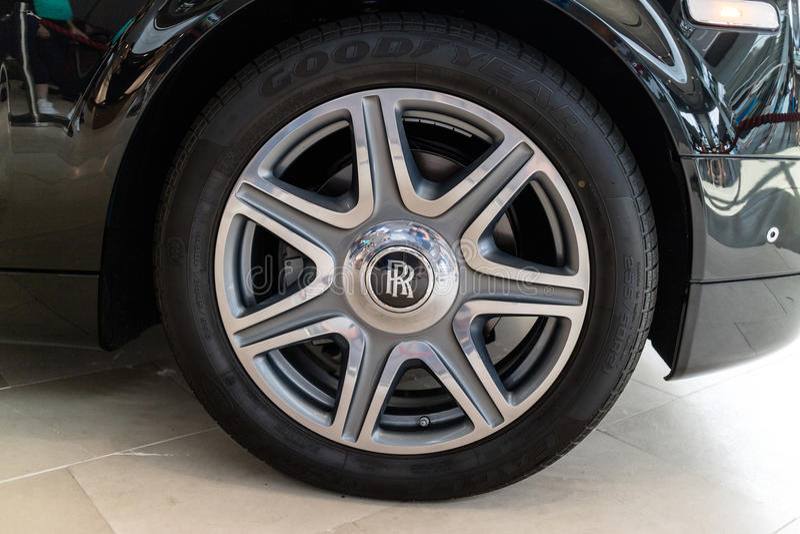Feche acima da roda de Rolls Royce fotografia de stock royalty free