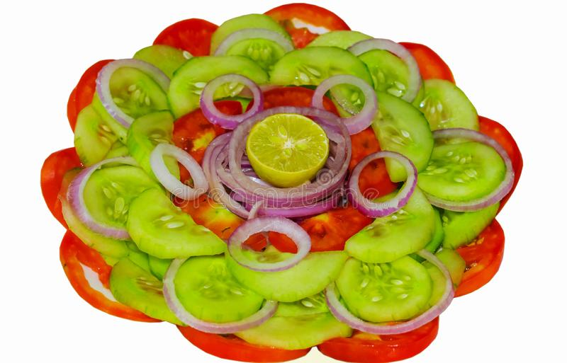 Feche acima da salada vegetal misturada fresca isolada fotos de stock royalty free