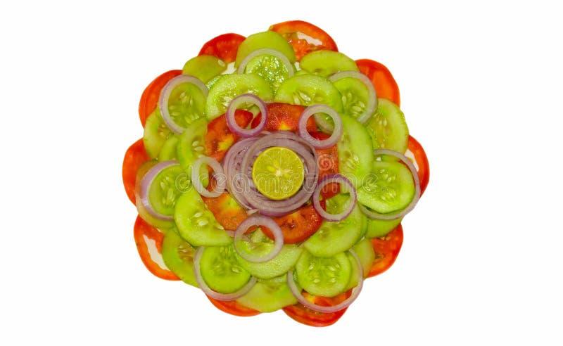 Feche acima da salada vegetal misturada fresca isolada fotografia de stock