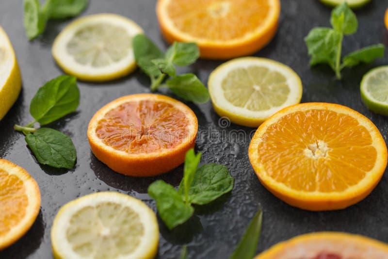 Feche acima da toranja, da laranja, do pomelo e do cal foto de stock royalty free