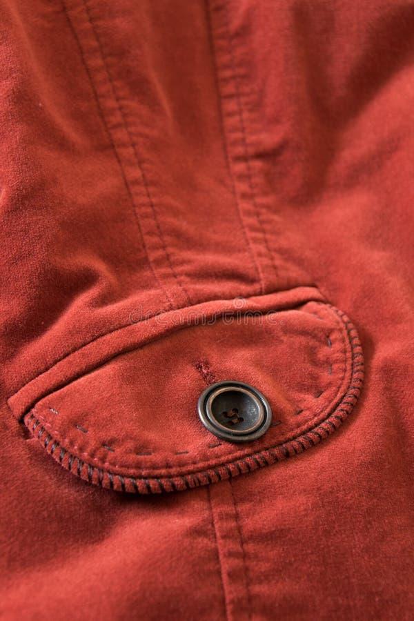 Feche acima da vista do bolso do revestimento vermelho de veludo fotos de stock