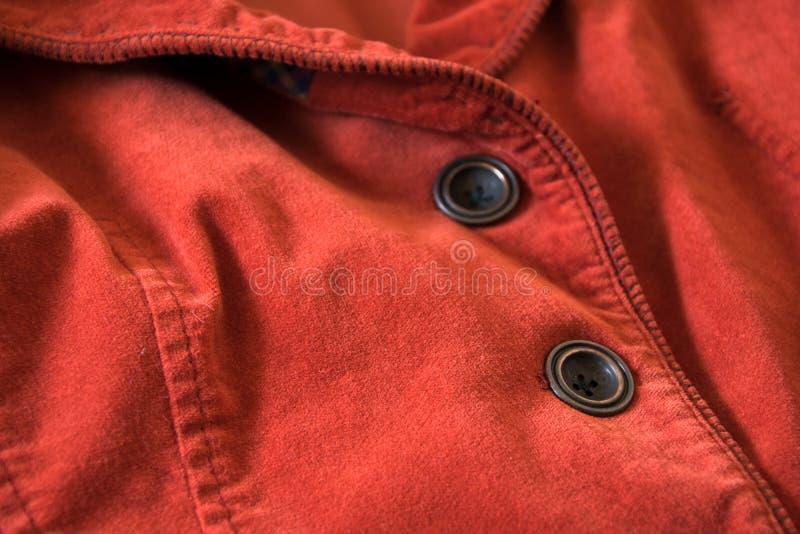 Feche acima da vista dos botões do revestimento vermelho de veludo foto de stock royalty free