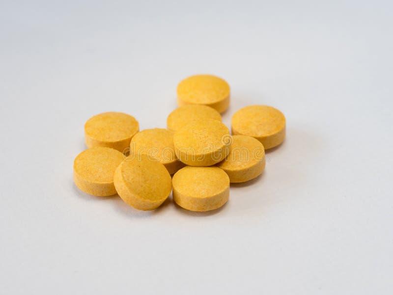 Feche acima da vista dos comprimidos, complexo da vitamina B foto de stock royalty free