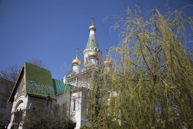 Feche acima das abóbadas douradas da igreja do russo em Sófia, Bulgária imagens de stock