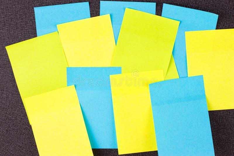 Feche acima das etiquetas de papel coloridas fotos de stock royalty free