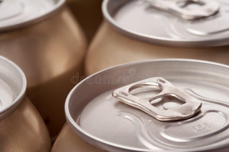 Feche acima das latas, opinião da paisagem imagem de stock