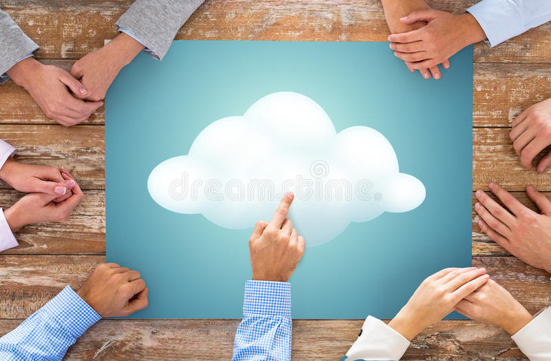 Feche acima das mãos da equipe do negócio com imagem da nuvem imagem de stock royalty free