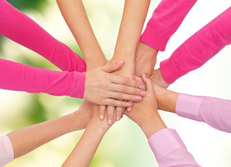 Feche acima das mulheres com mãos na parte superior imagem de stock royalty free