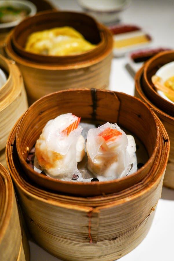 Feche acima de Dim Sum, bolinha de massa chinesa cozinhada imagem de stock royalty free