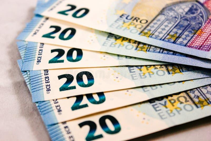 Feche acima de 20 notas de dinheiro do Euro foto de stock
