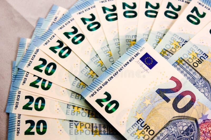Feche acima de 20 notas de dinheiro do Euro imagens de stock royalty free