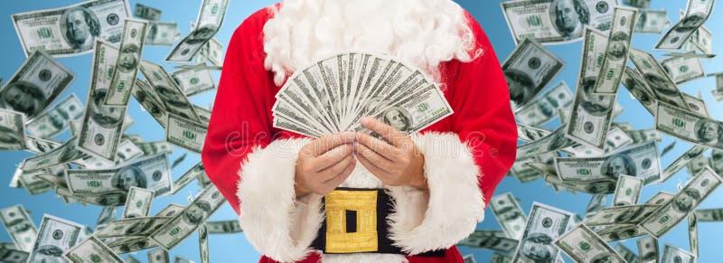 Feche acima de Papai Noel com dinheiro do dólar imagens de stock
