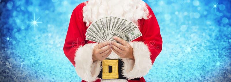 Feche acima de Papai Noel com dinheiro do dólar fotos de stock royalty free