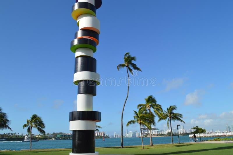 Feche acima de Tobias Rehberger Obstinate Lighthouse Sculpture imagem de stock