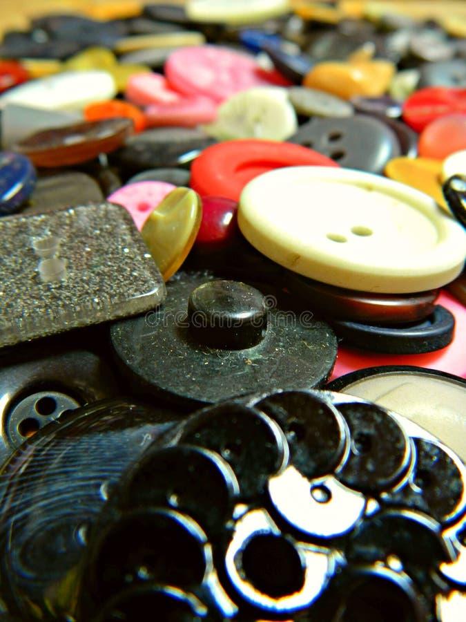 Feche acima de um grupo de botões coloridos imagem de stock royalty free