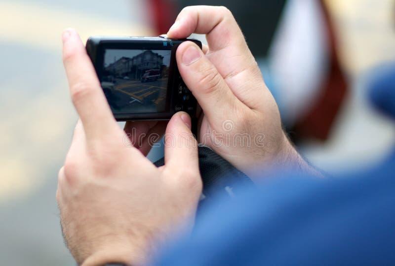 Download Fim Acima De Um Homem Que Toma Um Pictuer De Uma Ambulância Imagem de Stock - Imagem de eletrônica, photojournalism: 29837429