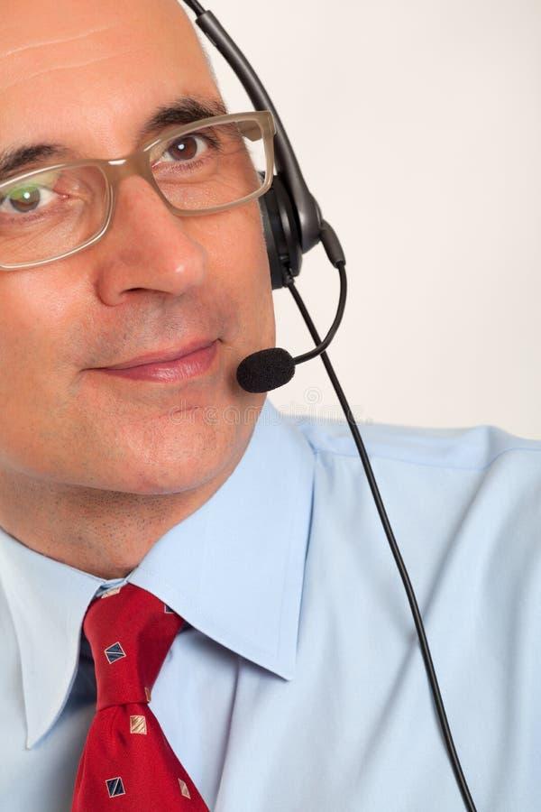 Feche acima de um homem que veste uns auriculares fotos de stock