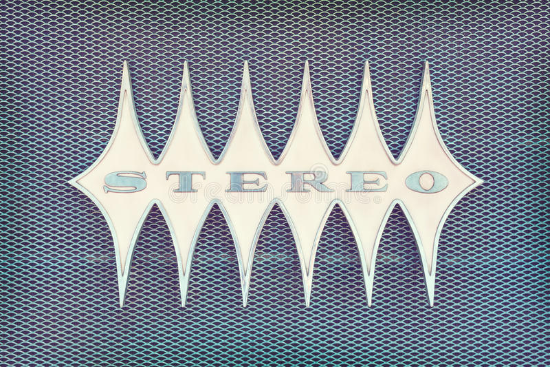 Feche acima de um jukebox do vintage com o estéreo do texto imagens de stock