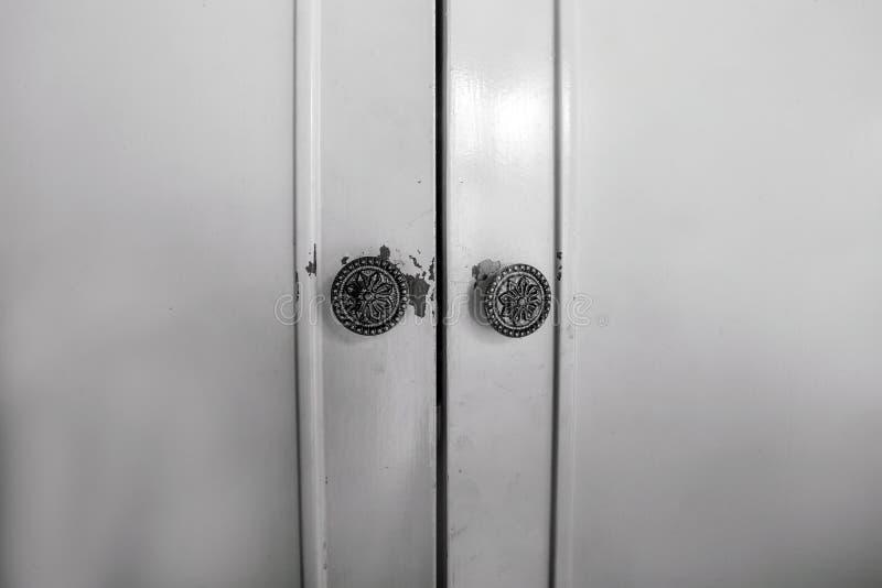 Feche acima de uma beleza interior do vintage de madeira fechado da textura do fundo do projeto do marrom da porta preto e branco foto de stock