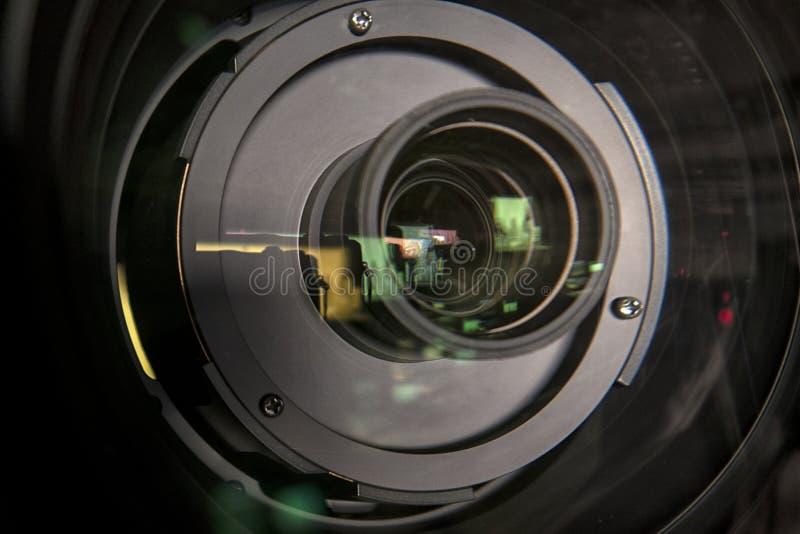 Feche acima de uma lente da televisão em um fundo escuro imagens de stock royalty free