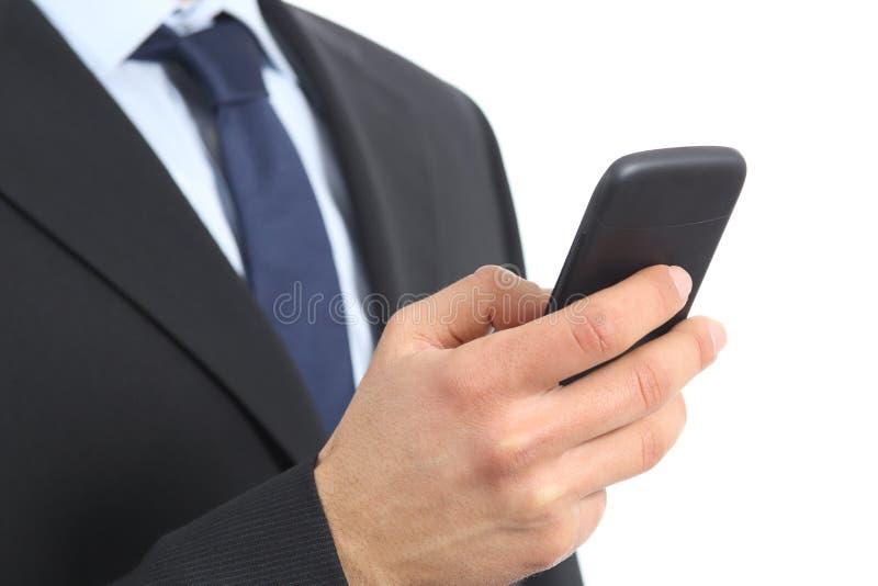 Feche acima de uma mão do homem de negócio que guarda e que usa um telefone esperto fotos de stock