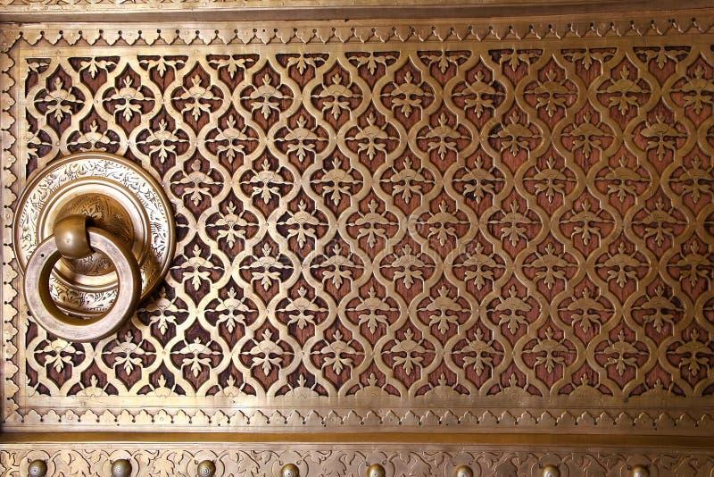 Feche acima de uma porta em Rajendra Pol, palácio da cidade de Jaipur, Rajastha imagens de stock royalty free