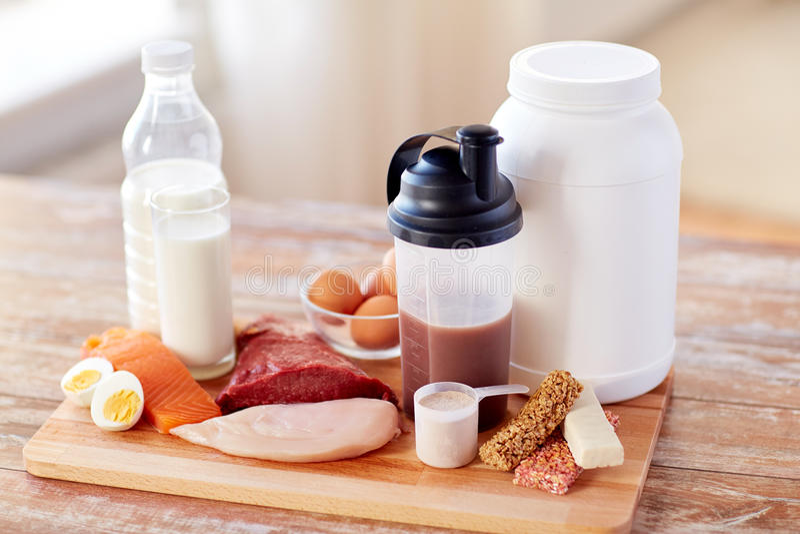 Feche acima do alimento e do aditivo naturais da proteína imagem de stock