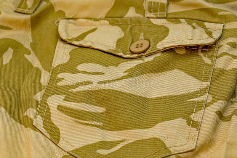 Feche acima do bolso traseiro de calças da camuflagem fotografia de stock royalty free