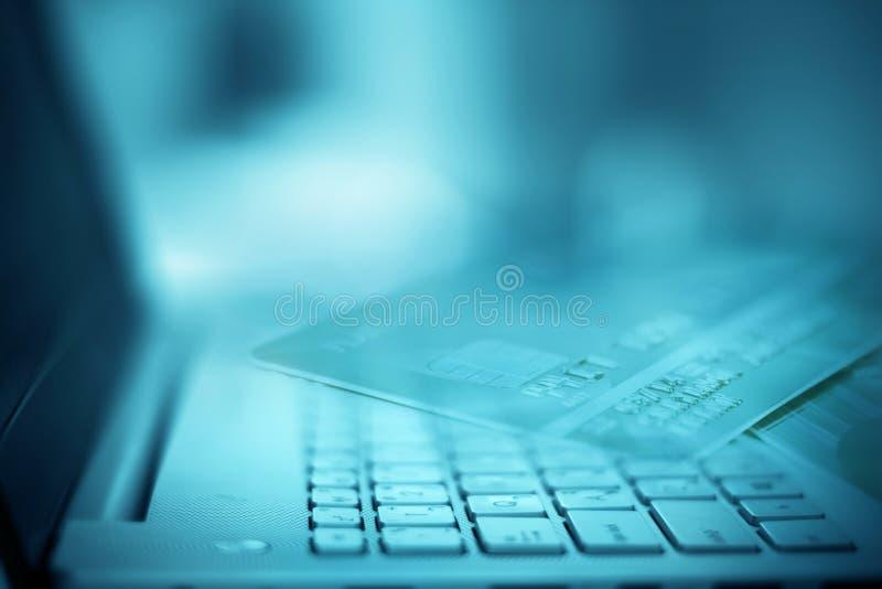 Feche acima do foco seletivo do laptop de prata fotos de stock