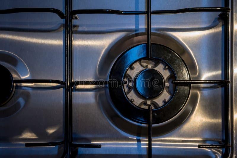 Feche acima do fogão de gás novo na cozinha moderna para o detalhe interior fotos de stock
