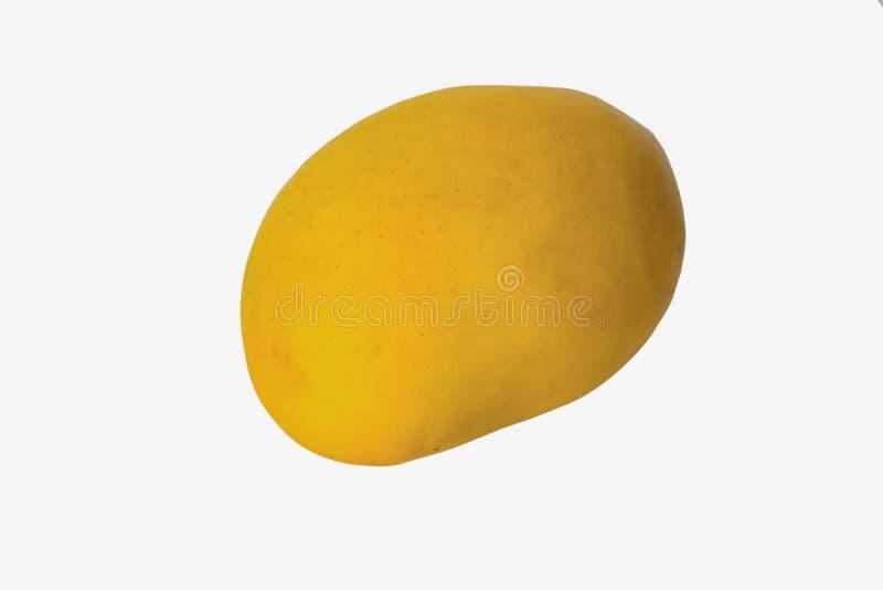 Feche acima do fruto maduro fresco da manga isolado foto de stock royalty free
