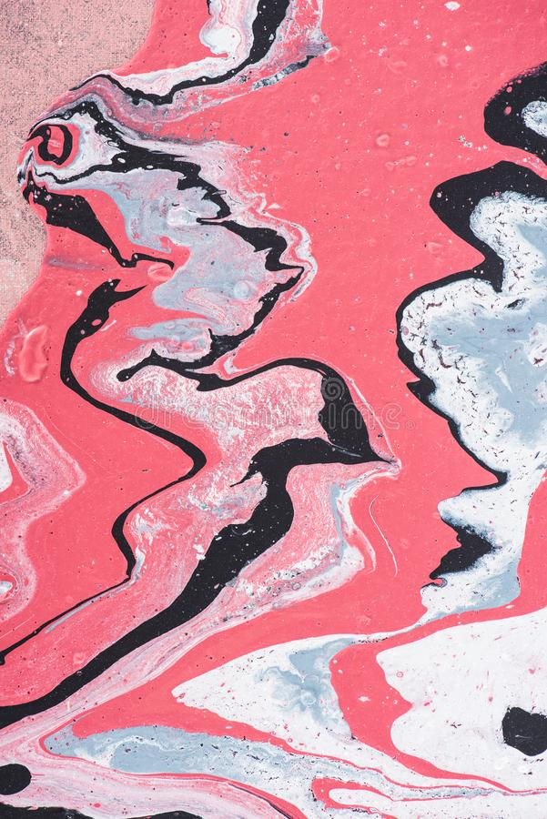 feche acima do fundo pintado sumário com pintura acrílica cinzenta e cor-de-rosa foto de stock