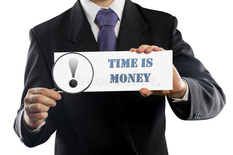 Feche acima do homem de negócios ou do vendedor que realizam nas mãos lupa e papel com Tempo é dinheiro a mensagem isolada sobre imagens de stock royalty free