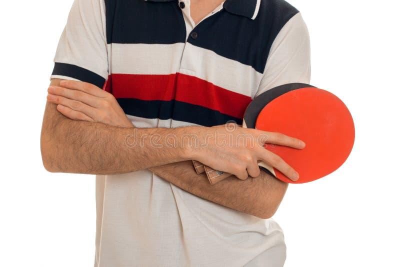 Feche acima do homem dos esportes que joga o tênis de mesa isolado no fundo branco foto de stock
