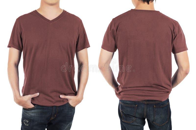 Feche acima do homem na camisa marrom vermelha da parte dianteira e da parte traseira no backg branco fotos de stock