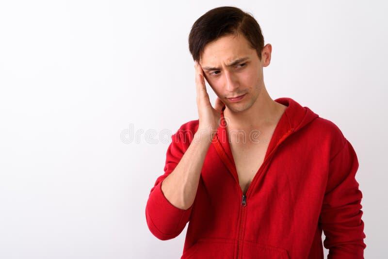 Feche acima do homem novo forçado que pensa ao ter dor de cabeça AG imagens de stock royalty free