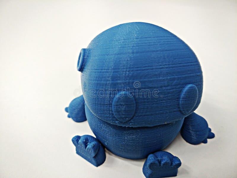 Feche acima do modelo azul do robô impresso em 3d fotografia de stock