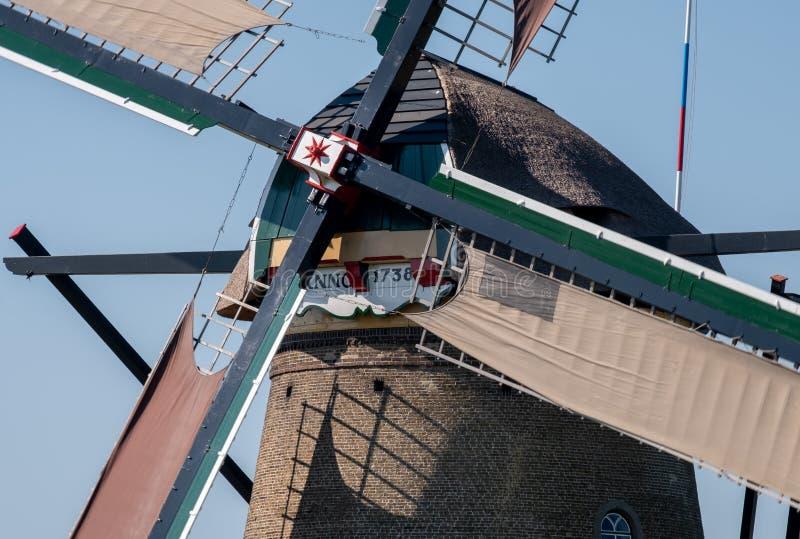 Feche acima do moinho de vento histórico em Kinderdijk, Holanda, Países Baixos, um local do patrimônio mundial do UNESCO fotografia de stock royalty free