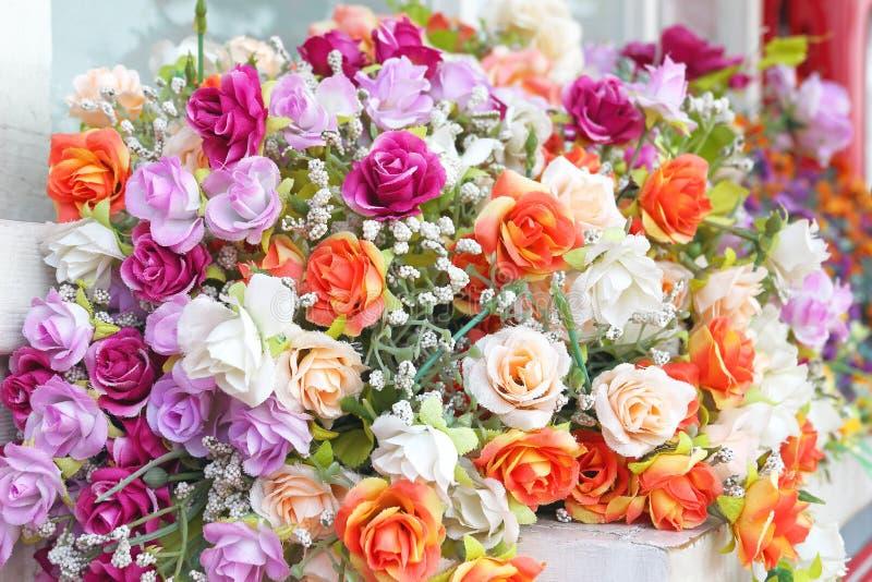 Feche acima do ramalhete de flores cor-de-rosa imagens de stock royalty free