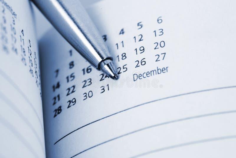 Feche acima do registro diário com punho fotos de stock